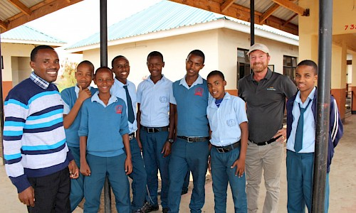 Group photo of Mike Chedester and Tanzanian students.